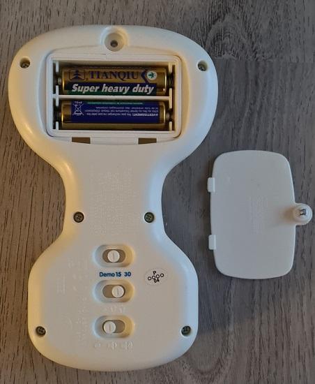 Öffnung des Batteriefachs vom Schmusebärchen vtech