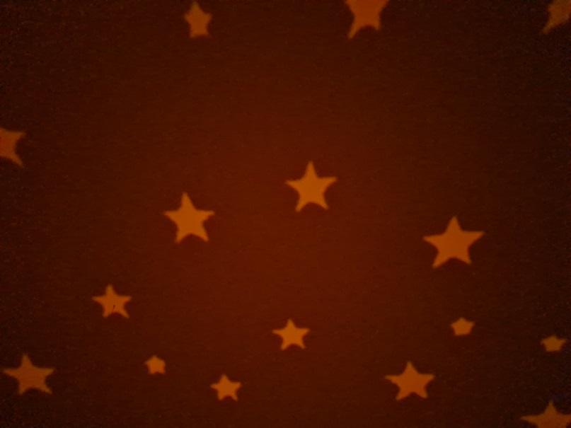 Mein erstes Nachtlicht roter Sternenhimmel